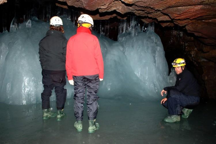 Lofthellir Cave